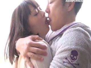 放課後にホテルで恋人に抱きしめられ濃厚なキスしながら敏感ボディーを責められ濡れ濡れになって制服着用セックスする黒髪美乳女子校生 YouPorn 無料エロ動画