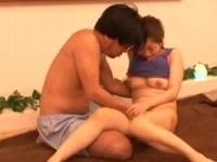 マッサージで興奮した客の誘いを断れず生SEXをされて放心状態になる敏感巨乳美人エステティシャン 裏アゲサゲ無料エロ動画