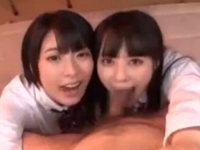 ドS美人女子高生2人が童貞男子を教室でエロい言葉攻めと激しいWフェラでイカせ口内発射でごっくん 裏アゲサゲ無料エロ動画