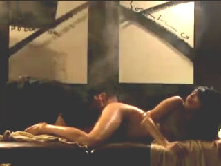 キャリアOLの美白巨乳お姉さんがエステで指名した男にオイルでいやらしくマッサージされ感じまくりの中出しSEX 裏アゲサゲ無料エロ動画