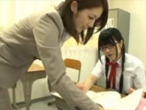生徒同士でレズってる現場を見て濡れちゃった美人教師がJKとレズる RED TUBE無料アダルト動画
