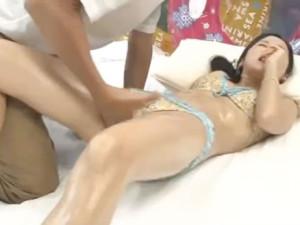 海で彼氏持ちの素人美少女をマジックミラー号につれこみ性感マッサージで感じさせて中出しセックス 裏アゲサゲ女性向け無料アダルト動画