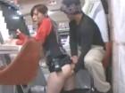 ゲームセンターで働く若い美人店員を人目を盗んで制服を着たまま犯して顔射しちゃう 裏アゲサゲ無料エロ動画