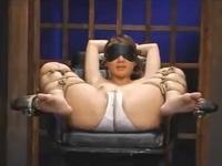 目隠しと縄で拘束された美女が言葉攻めとローションと指とバイブで泣きながらイキまくる erovideo 無料エロ動画