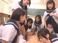 セーラー服のJK美少女同級生たちにブルマの匂いを嗅いでオナニーしたのが見つかりその子たちを相手に教室で夢のハーレム状態セックス erovideo 無料エロ動画