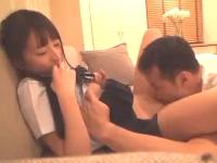 黒髪のロリ系パイパン美少女JKと援交セックスして「外に出して」とお願いされるも無視して無許可中出し erovideo 無料エロ動画