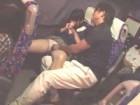 深夜バスに乗って眠ってしまった美少女が体を触られて声を上げないのをいいことにそのまま中出しセックスまでされちゃう SpankBang無料エロ動画