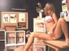 個室ビデオでオナニーしてたらギャル系美人痴女が突然部屋にきてお手伝いどころかセックスをさせくれた erovideo無料エロ動画