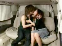 夫が監視されてるとも知らずに若い男にナンパされて車の中で即ハメしちゃうイケナイ奥様の不倫セックス erovideo無料エロ動画