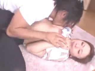 色っぽくてセクシーな美人若妻が家に来た宅配業者の若者にに無理やり犯されSEXする 裏アゲサゲ 無料エロ動画