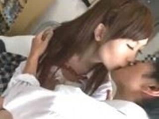 童貞キラーで有名な幼馴染の友達の痴女Jkが勝手に部屋に入ってきて緊張してたら逆レイプされ卒業する男子高校生 erovideo 無料エロ動画