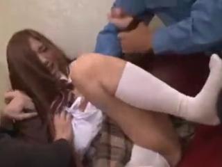 スレンダー茶髪美人女子校生が男二人に無理やりレイプされ泣きじゃくる最後は中出しセックス erovideo無料エロ動画