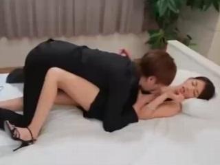 スタイル抜群モデル級激カワ美人とイケメン男優がベッドでラブラブセックスして顔射 小田切 ジュン 裏アゲサゲ無料エロ動画