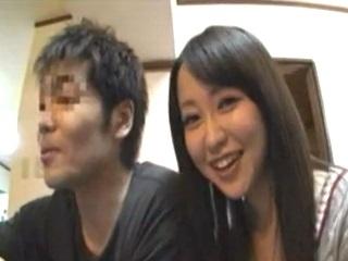 アイドル系激カワ美少女が家飲みの後友達の部屋で彼とイチャイチャSEXして中出し FC2 無料エロ動画