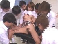 クラスの同級生男子全員の前でセックスするクラスで1番美人でスタイルがいい女子校生 松島かえで erovideo無料エロ動画