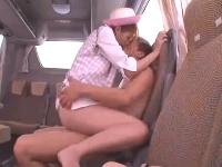 ピンクの制服が可愛いスレンダー美人のバスガイドが休憩中の車内でイケメン男と着衣セックスして吸いつきの凄い掃除フェラでフィニッシュ 沢井亮 erovideo 無料エロ動画