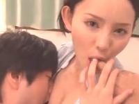 スタイル抜群のモデル系激カワ美人先生が教え子に激しく美マンを突き上げられる3Pセックス erovideo無料エロ動画